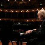 Il Maestro Trovajoli esegue un pezzo del Rugantino